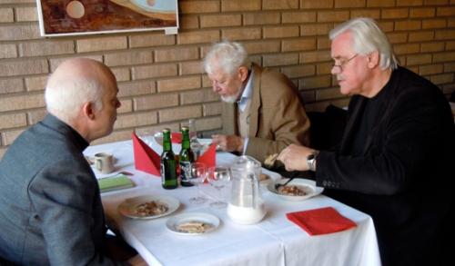 Julgröt i Västanfors. I mitten Erik Hofrén, t vä Carl-Magnus Gagge, till hö Jan Raihle.