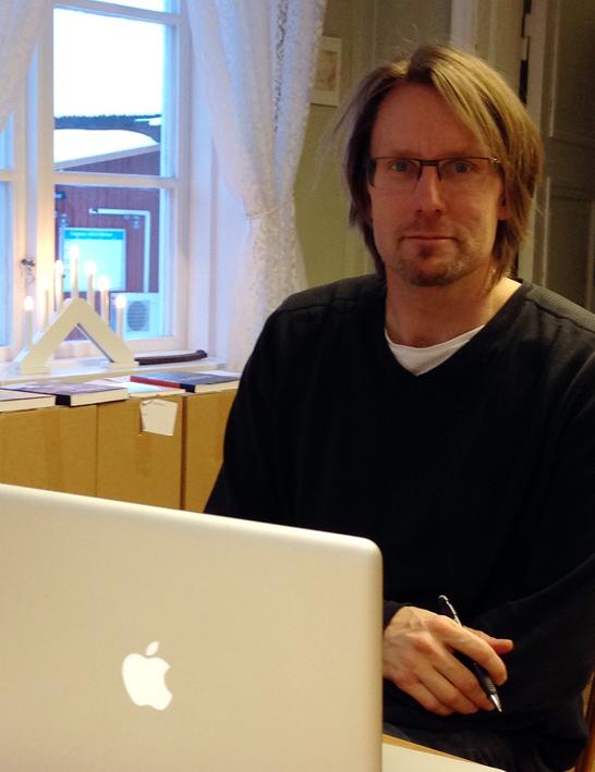 Stefan Frick besöker Ekomuseums kansli, vi pratar webb och bilder.