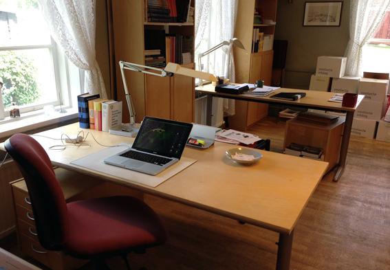 Ekomuseums kansli mitt rensade skrivbord