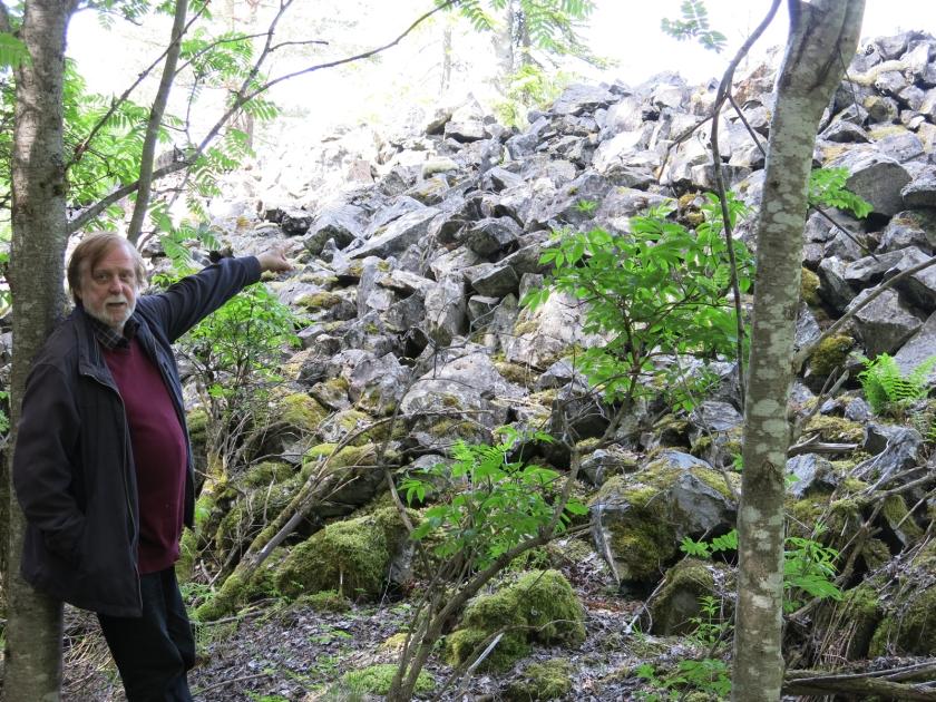 ett berg av gråberg
