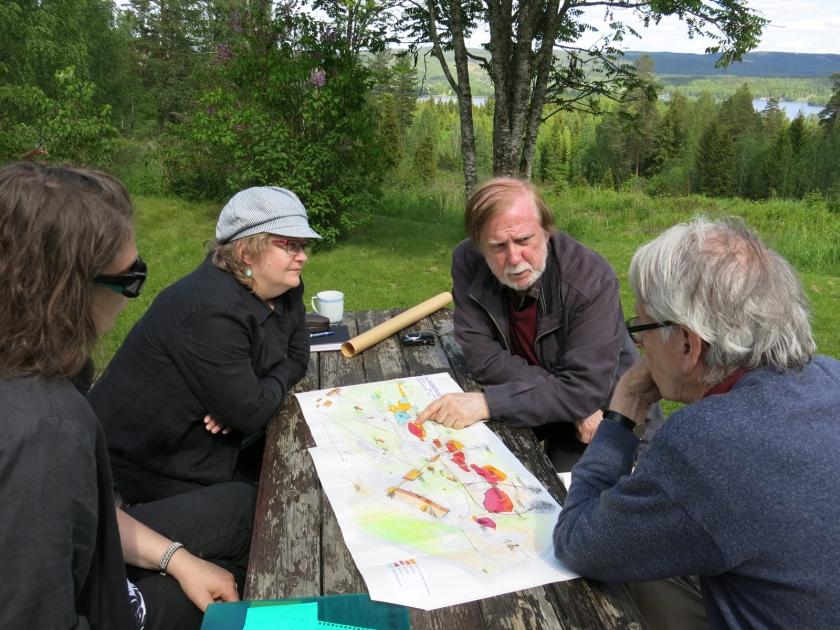 en karta med vandringsleder